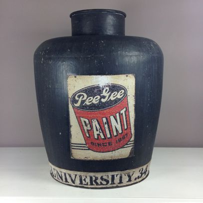 Wazon metal z dekorem industrialny.